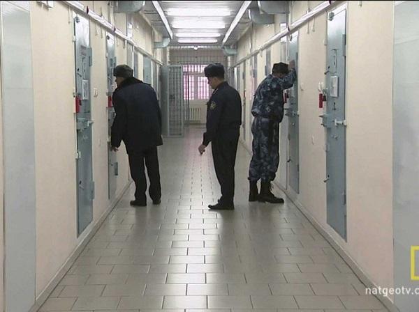 Nhà tù Cá heo đen: Nơi giam giữ những kẻ tàn bạo nhất - Ảnh 7