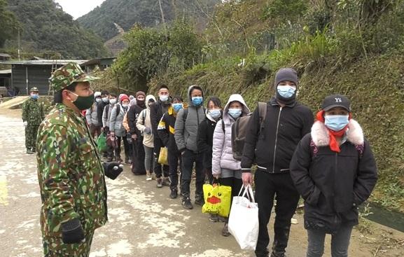 Lào Cai: Bắt giữ 35 đối tượng nhập cảnh trái phép từ Trung Quốc - Ảnh 1