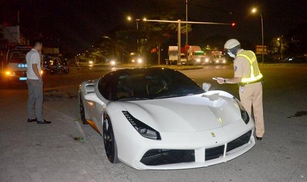 TP.HCM: Tạm giữ siêu xe Ferrari không biển số trước - Ảnh 1