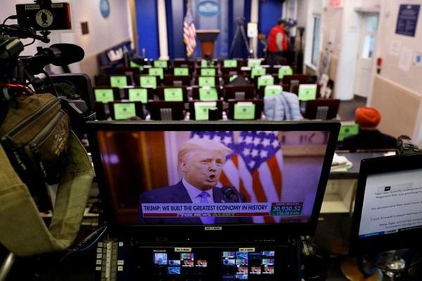 Đêm cuối cùng của ông Trump tại Nhà Trắng: Không lộ mặt, phát video và ân xá - Ảnh 1