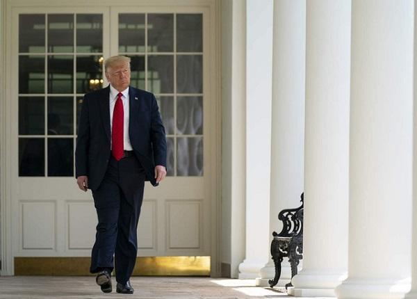 """Không chịu nhận thua nhưng ông Trump vẫn để lại thư tay """"rất tử tế"""" cho ông Biden - Ảnh 1"""