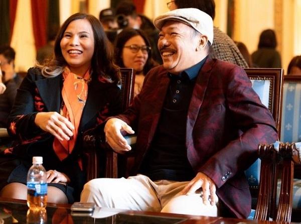 Nhạc sĩ Trần Tiến xuất hiện tại Hà Nội, thách đấu vật tay với thanh niên, đập tan tin đồn qua đời - Ảnh 2