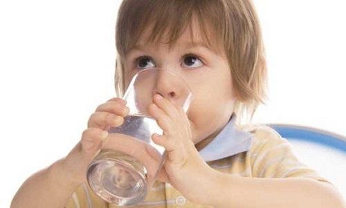 Bé 7 tuổi bị tiểu đường, nhiễm toan ceton, nguyên nhân do cả nhà luôn chiều mọi sở thích của con - Ảnh 2