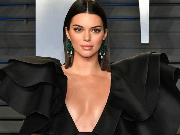 """Ngắm thân hình """"cực phẩm"""" của siêu mẫu đắt giá nhất thế giới Kendall Jenner - Ảnh 2"""