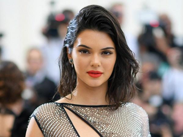 """Ngắm thân hình """"cực phẩm"""" của siêu mẫu đắt giá nhất thế giới Kendall Jenner - Ảnh 3"""