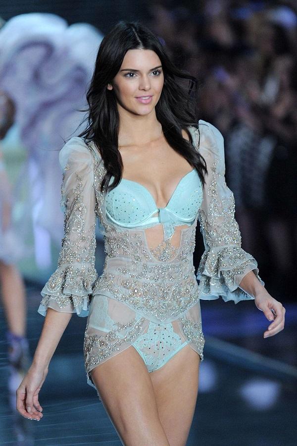 """Ngắm thân hình """"cực phẩm"""" của siêu mẫu đắt giá nhất thế giới Kendall Jenner - Ảnh 7"""