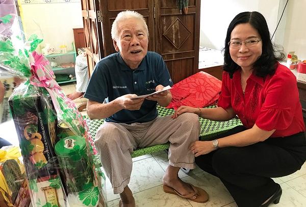 Thăm, tặng quà các gia đình, cán bộ có hoàn cảnh khó khăn nhân dịp Tết Nguyên đán Tân Sửu 2021 - Ảnh 2
