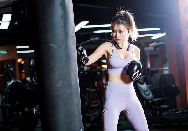 """Tan chảy với thân hình rực lửa của """"nữ hoàng phòng gym"""" Việt được báo Trung ví như minh tinh Vương Tổ Hiền - Ảnh 5"""