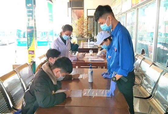 Huế: Hơn 300 tình nguyện viên tham gia hỗ trợ công tác phòng, chống dịch - Ảnh 1