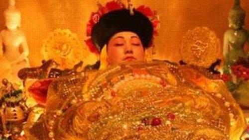 Cuộc đời nhận hết vinh hoa phú quý của nữ nhân duy nhất mặc long bào hạ táng trong lịch sử Trung Quốc - Ảnh 3