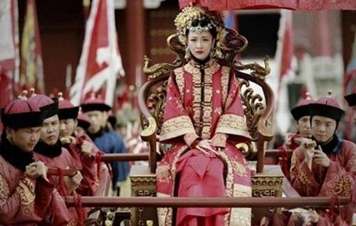 Cuộc đời nhận hết vinh hoa phú quý của nữ nhân duy nhất mặc long bào hạ táng trong lịch sử Trung Quốc - Ảnh 1