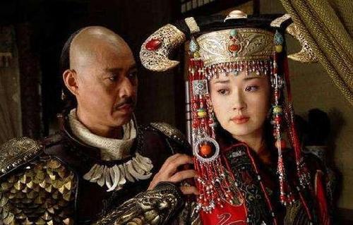 Cuộc đời nhận hết vinh hoa phú quý của nữ nhân duy nhất mặc long bào hạ táng trong lịch sử Trung Quốc - Ảnh 2