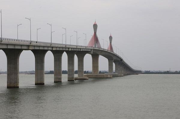 Cầu 950 tỷ đồng dài nhất miền Trung thông xe dịp Tết - Ảnh 2