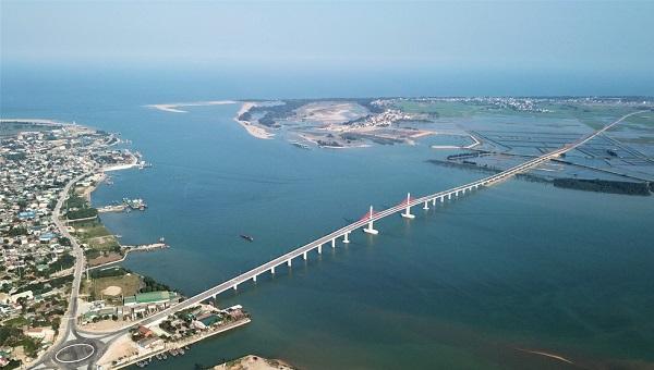 Cầu 950 tỷ đồng dài nhất miền Trung thông xe dịp Tết - Ảnh 1