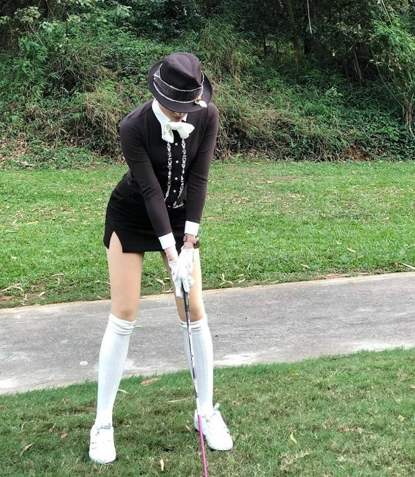Á hậu Huyền My lại biến sân golf thành sàn catwalk với trang phục lịch lãm, khoe chân dài hút mắt - Ảnh 3