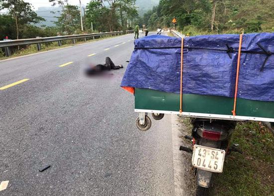 Quảng Nam: Điều tra vụ 1  thanh niên tử vong bất thường trên đường, đầu vẫn đội mũ bảo hiểm - Ảnh 1