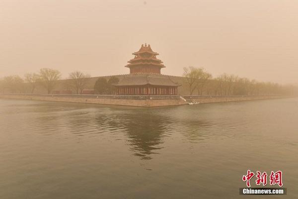 """Chùm ảnh: Trận bão cát lớn nhất thập kỷ """"tấn công"""" Trung Quốc - Ảnh 2"""
