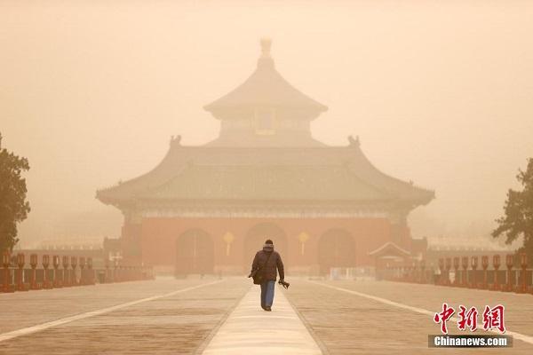 """Chùm ảnh: Trận bão cát lớn nhất thập kỷ """"tấn công"""" Trung Quốc - Ảnh 9"""