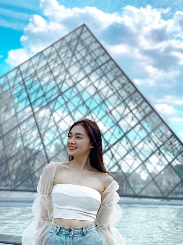 """Nữ tiếp viên xinh đẹp của Vietnam Airlines """"đốt mắt"""" người nhìn bằng loạt ảnh khoe vòng 1 căng đầy - Ảnh 2"""