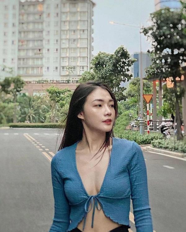 """Nữ tiếp viên xinh đẹp của Vietnam Airlines """"đốt mắt"""" người nhìn bằng loạt ảnh khoe vòng 1 căng đầy - Ảnh 4"""