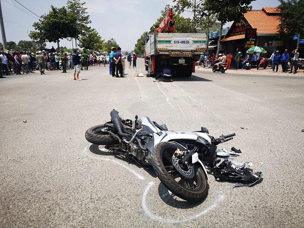 TP.HCM: Xe đầu kéo cuốn xe máy vào gầm, một người tử vong thương tâm - Ảnh 2