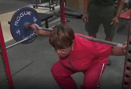 """Giảm cân vì quá béo, cụ bà 78 tuổi """"lột xác"""" thành nhà vô địch nắm giữ nhiều kỷ lục cử tạ thế giới - Ảnh 2"""