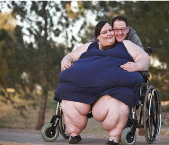 Chồng ủng hộ vợ tăng cân bạt mạng để trở thành người béo nhất thế giới - Ảnh 2