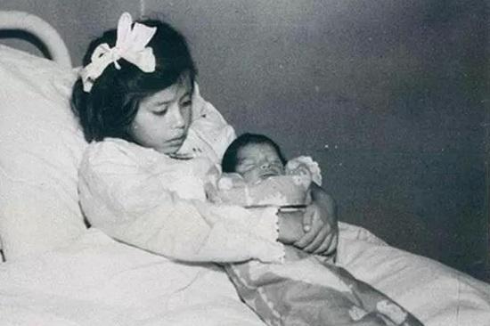 Chuyện lạ có thật: Bé gái 5 tuổi đã sinh con và bí ẩn suôt 80 năm chưa có lời giải - Ảnh 1