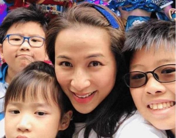 Mỹ nhân phim cấp 3 Hong Kong bị lừa chụp ảnh khỏa thân ở tuổi 15, cay đắng vì bị con trai chất quá khứ đen tối - Ảnh 3
