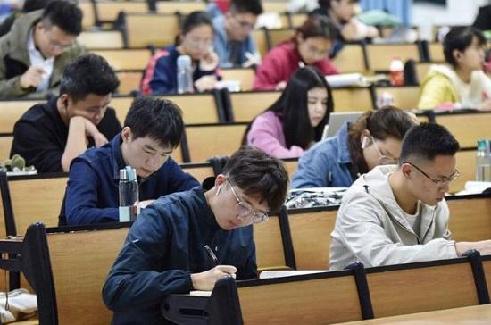 Trung Quốc đề xuất loại bỏ tiếng Anh khỏi chương trình học bắt buộc - Ảnh 1