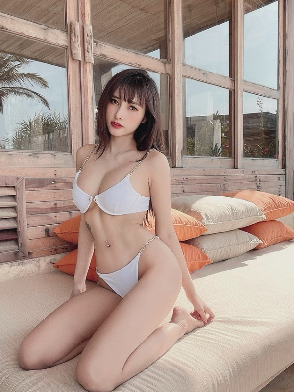 Nữ DJ Sài thành xinh đẹp khoe vóc dáng nóng bỏng, cong hơn cả đường đua F1 - Ảnh 11