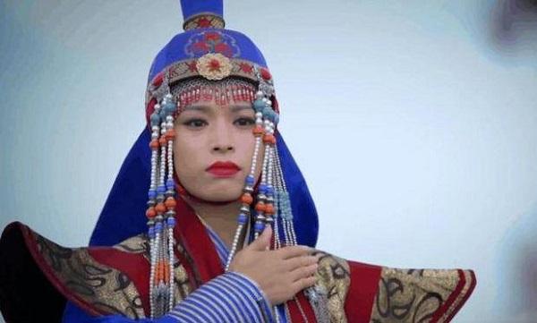 """Nữ """"Thành Cát Tư Hãn"""" 32 tuổi cưới bé trai 7 tuổi, hạ sinh 8 người con và giúp chồng thống nhất Mông Cổ - Ảnh 1"""
