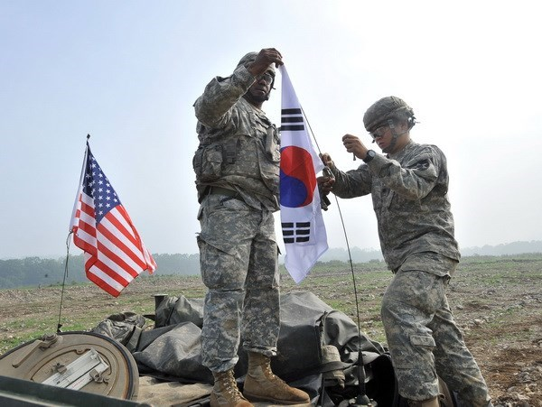 Mỹ - Hàn Quốc ký kết thỏa thuận chia sẻ chi phí quốc phòng - Ảnh 1