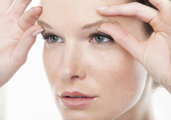 Nguyên nhân và phương pháp điều trị bệnh sụp mí mắt - Ảnh 1