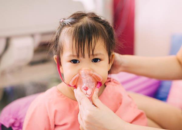Những lưu ý về điều trị viêm phổi cộng đồng ở trẻ em - Ảnh 1