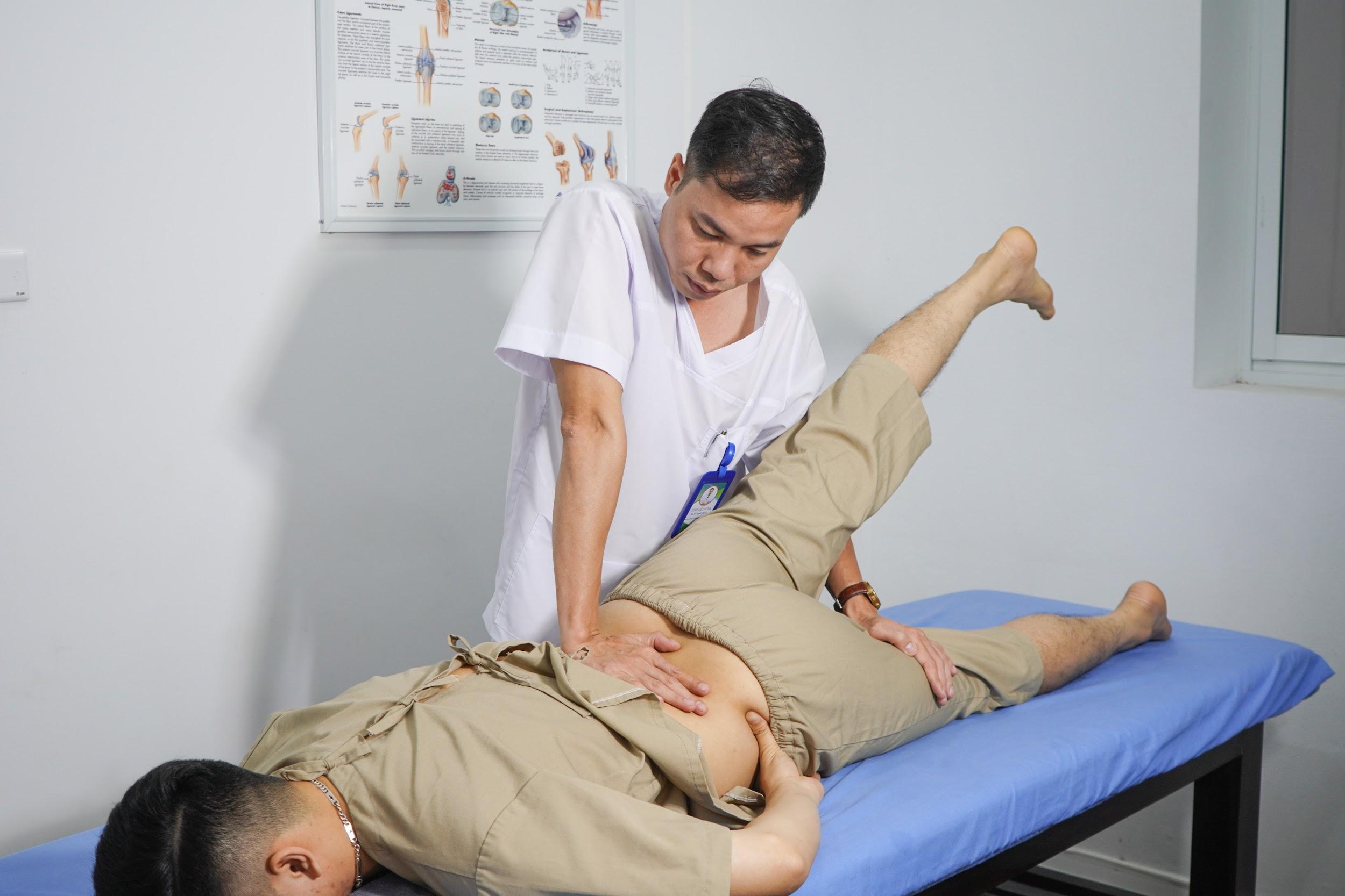 Bác sĩ chuyên khoa 1 Đinh Việt Hùng mở ra kỳ tích y khoa từ phương pháp mới trong điều trị bệnh cơ xương khớp - Ảnh 2