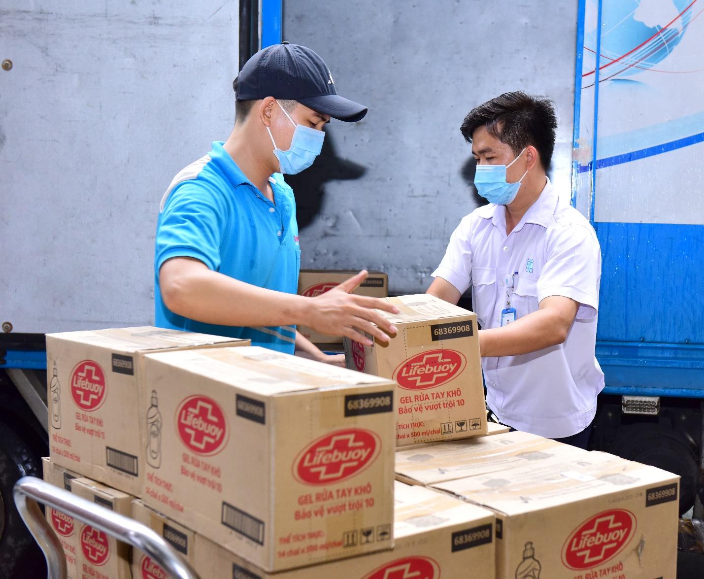 Lifebuoy tài trợ gói sản phẩm hơn 11 tỷ chống covid-19, đồng hành cùng người dân miền trung và người khiếm thị  - Ảnh 4