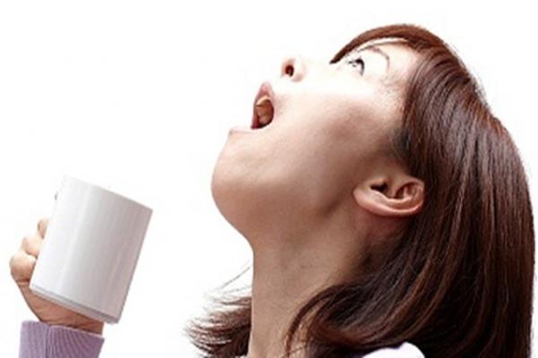 Có phải nước súc miệng thông thường nào cũng có tác dụng súc họng diệt khuẩn? - Ảnh 1