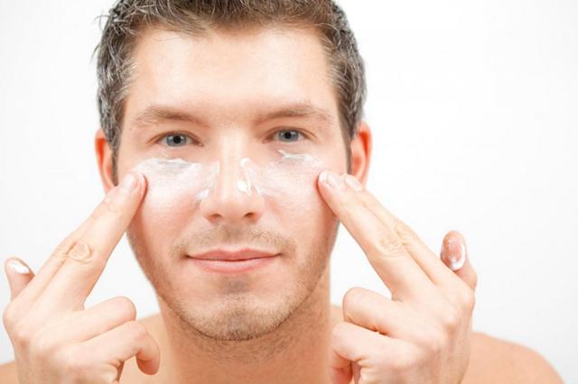 Mách bạn 6 bí quyết cải thiện làn da khô hiệu quả cho nam giới - Ảnh 1