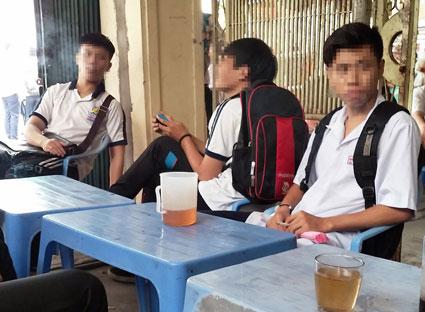 Cần có biện pháp chế tài đối với hành vi bán thuốc lá cho người dưới 18 tuổi - Ảnh 1