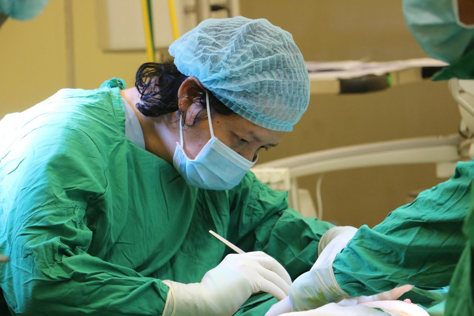 Tất tần tật những thông tin cần biết về nâng ngực nội soi Bác sĩ Việt 2020 - Ảnh 4