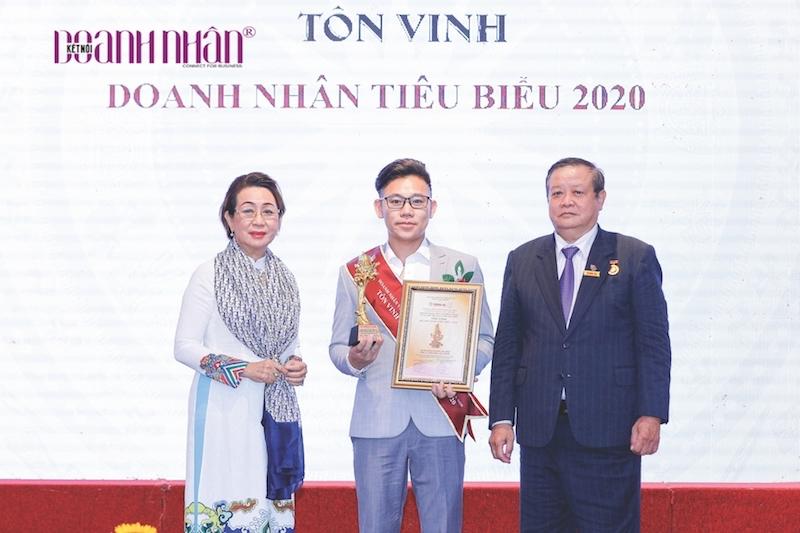 """CEO Dược Mộc Khang được vinh danh """"Doanh nhân Việt Nam tiêu biểu 2020"""" - Ảnh 1"""