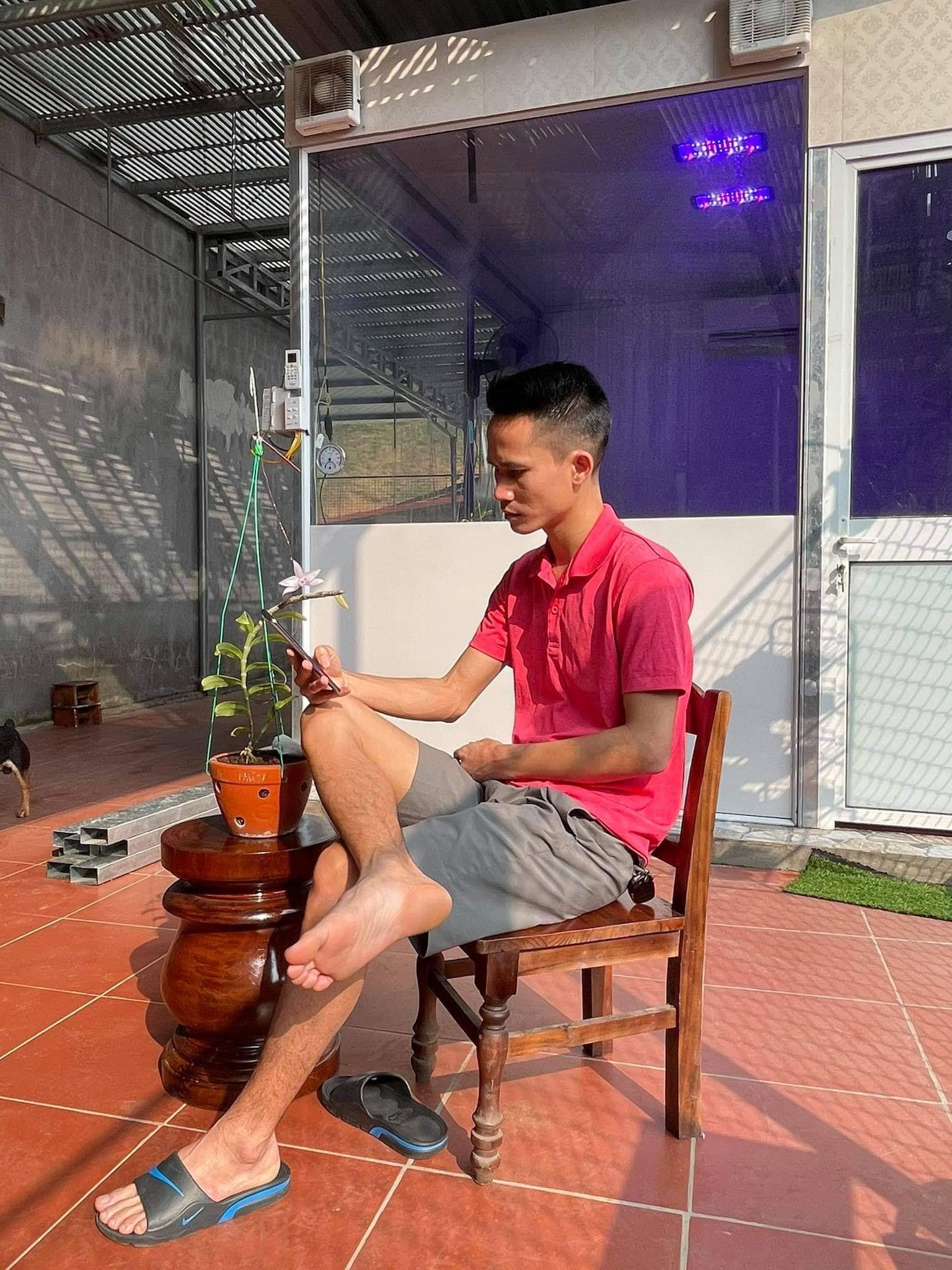 """Nghệ nhân Đinh Ngọc Chung - """"Chậm mà chắc"""" để gặt hái nhiều thành công từ nghề trồng lan - Ảnh 1"""