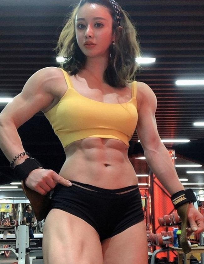 """""""Y tá cơ bắp"""" đáp trả chỉ trích tập gym trong thai kỳ bằng hình ảnh """"mẹ tròn con vuông""""  - Ảnh 4"""