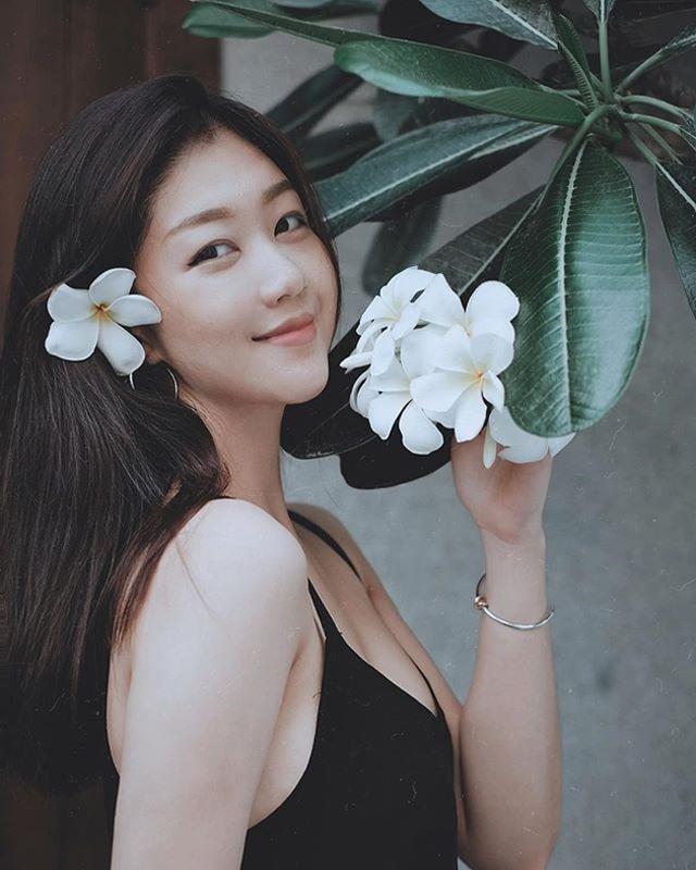 """Nữ tiếp viên Vietnam Airlines đẹp như búp bê, sở hữu vóc dáng nuột nà đến """"phát hờn"""" - Ảnh 4"""