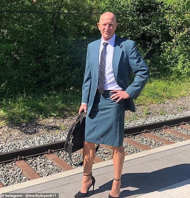 Chứng minh quần áo không có giới tính, ông bố 3 con diện váy và đi giày cao gót 12cm - Ảnh 2