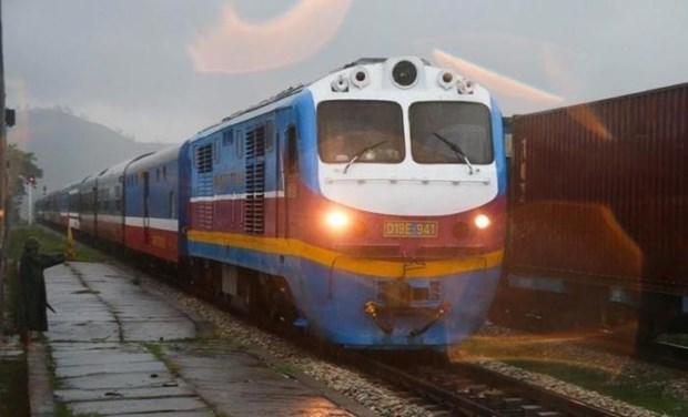 Đường sắt Bắc - Nam qua Quảng Bình được nối thông, sẵn sàng vận chuyển hàng cứu trợ - Ảnh 1