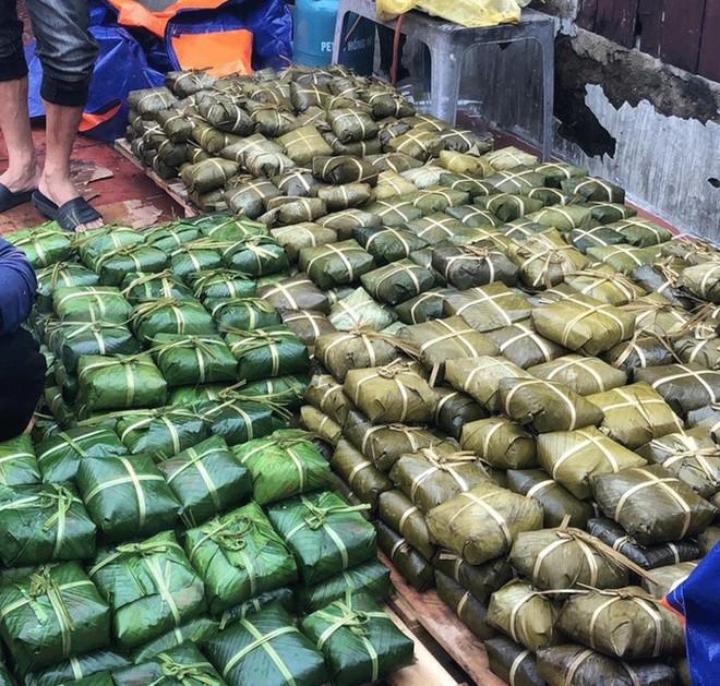 Hàng nghìn bánh chưng cứu trợ miền Trung bị thiu hỏng, dân mạng bày mẹo bảo quản, tránh lãng phí - Ảnh 1