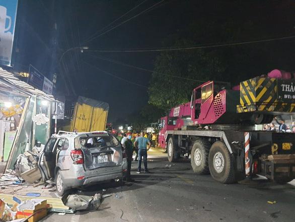 Tài xế xe tải tông ôtô 7 chỗ, lao vào nhà dân khiến 3 người thiệt mạng ra đầu thú  - Ảnh 1