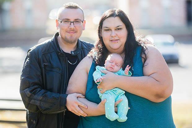 Người phụ nữ béo nhất thế giới sinh con vỏn vẹn 2kg, quyết tâm giảm cân để bên con lâu dài - Ảnh 3